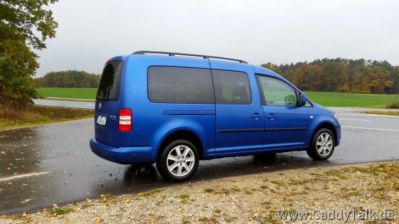 """Meine Winterreifen """"Dunlop Winter Sport 5"""" auf fake-VW-Alufelgen 16"""" Borbet mit VW-Nabenkappen """"gelabelt"""" :-)"""